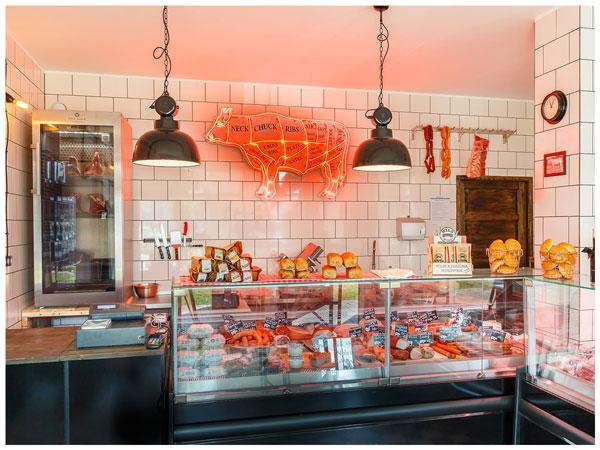 Lodówka na wołowinę Dry Ager w sklepie mięsnym Czerwona Krowa